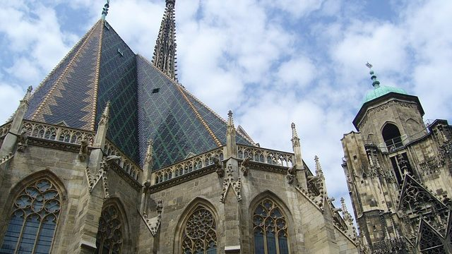 Kirchenschiff mit Nordturm