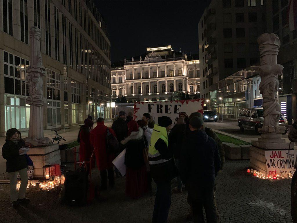 Mahnwache: Julian Assange